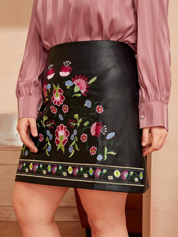Plus Size Floral Embroidery PU Skirt