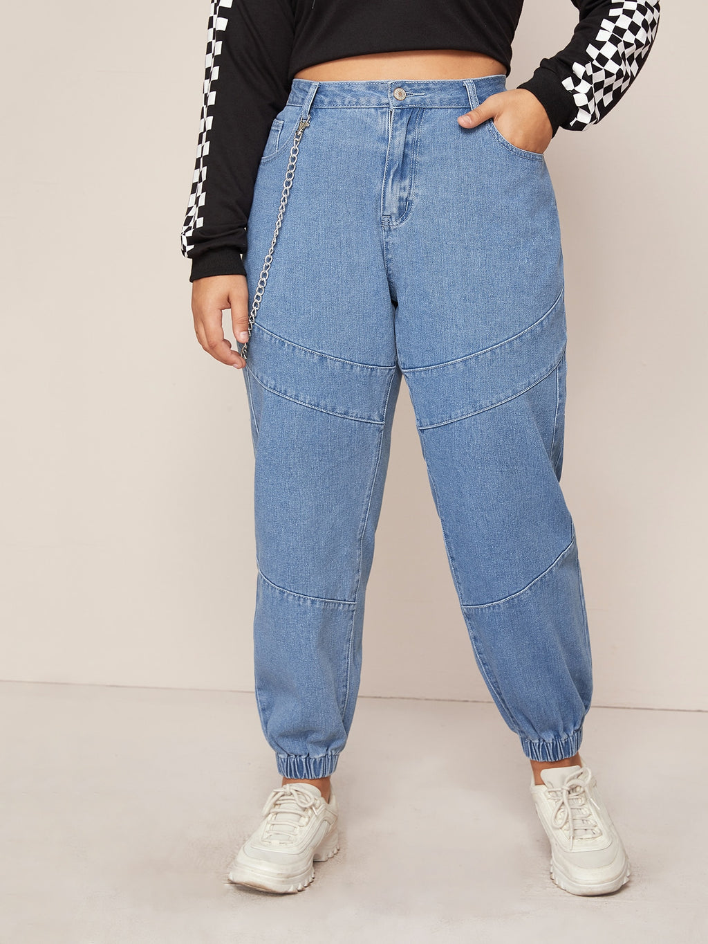 Plus Size Light Wash Chain Detail Tapered Jeans
