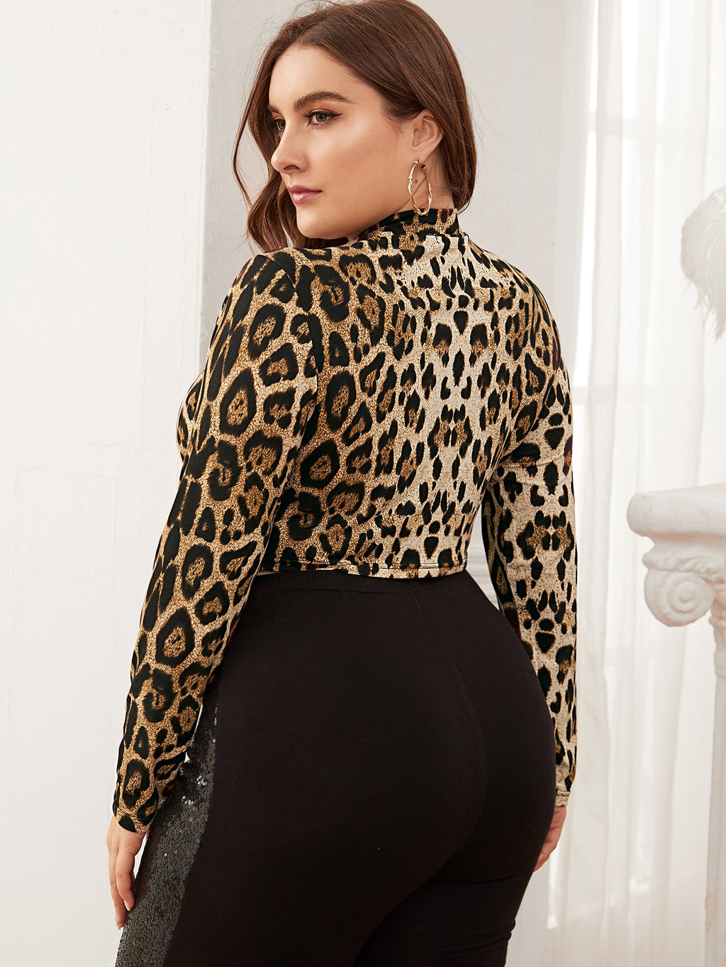 Plus Size Mock Neck Leopard Crop Top