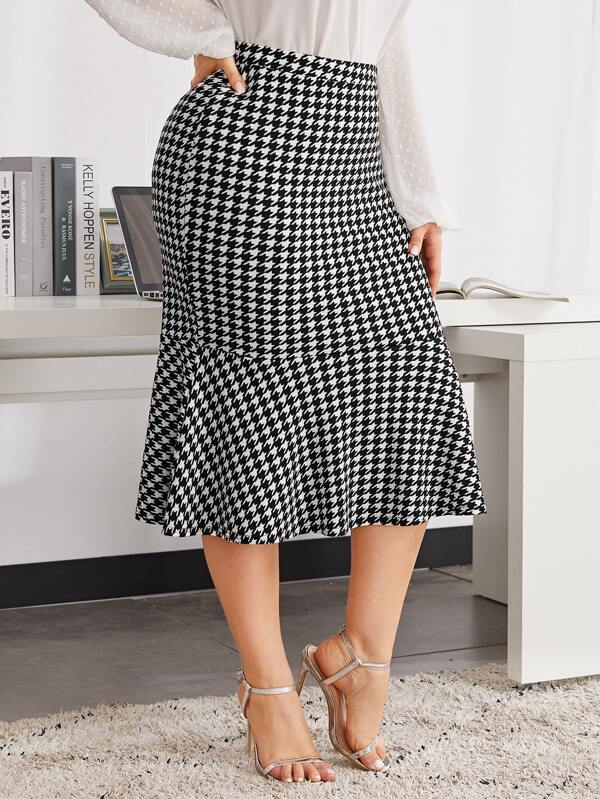 Plus Size Ruffle Hem Houndstooth Skirt
