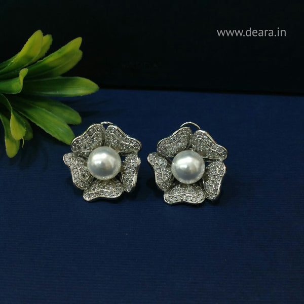Charismatic Pearl in Floweret Crystal Stud Earrings
