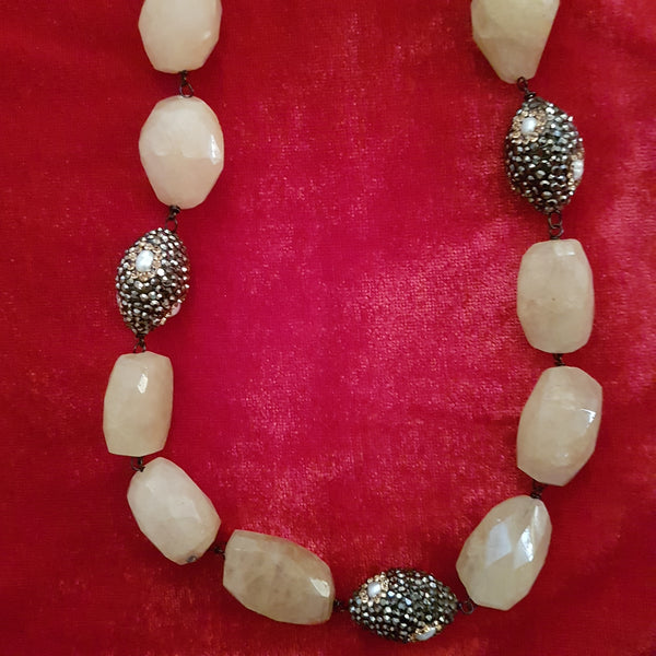 Elegant Shades in Yellow Necklace