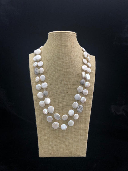 Decorative Baroque Pearls Necklace