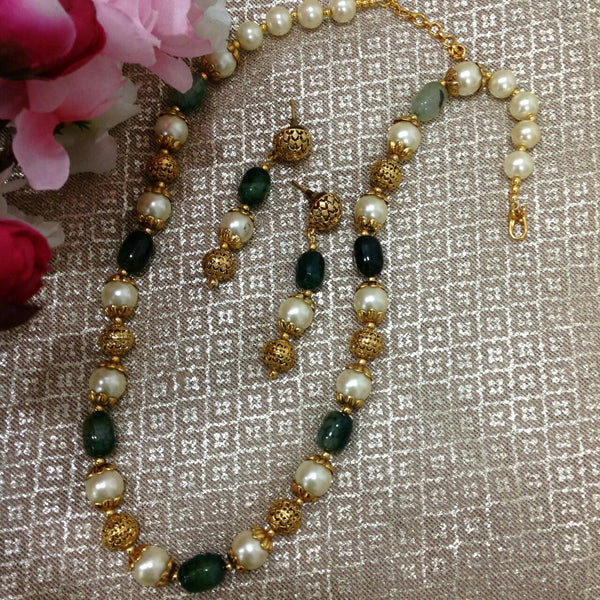 Elegant Emerald Green Handcarved Golden Necklace Set