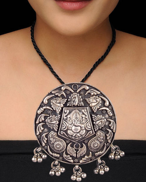 Paisley Encircled Silvery Ganesha Motif Pendant Temple Necklace