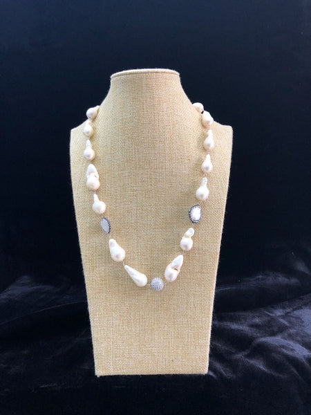 Fresh and Alluring Pearls Necklace