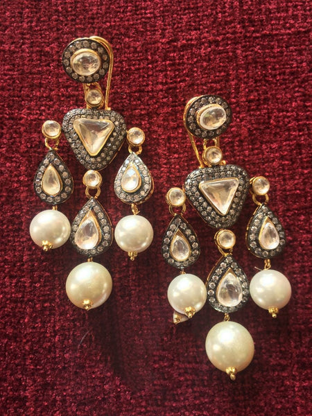 Delightful Kundan Shell Pearls Earrings