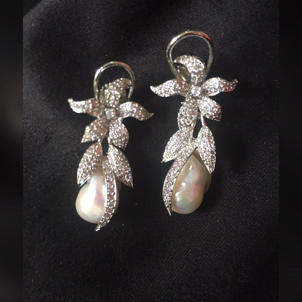 Delicious Pearls With Crystal Earrings