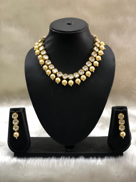 Splendid Spherical Kundan And Pearls Choker Necklace Set