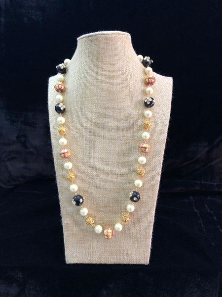 Embellished Pleasing Black Enamel Beads Pearls Necklace