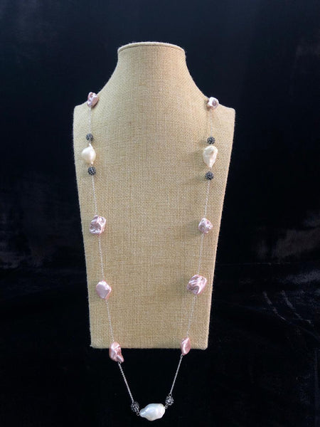 Impressive Mauve Pearl Crystal Necklace