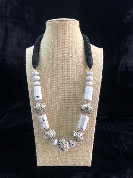 Outrageous Awesome White Gemstones And Threaded Necklace
