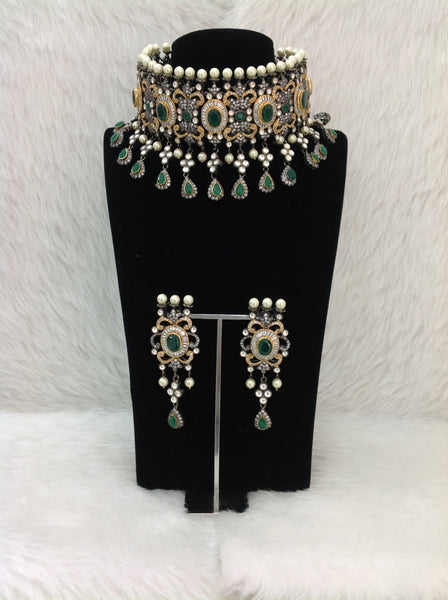 Elegant Emerald Green Gemstones With Crystal And Shell Pearl Necklace Set
