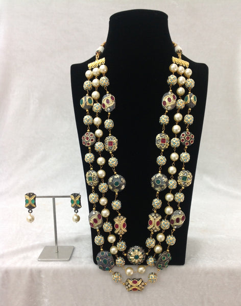 Intriguing Three Stranded Middle Pearls Gemstomes Necklace