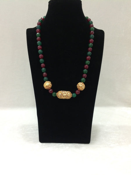 Captivating Geru Red And Green Necklace