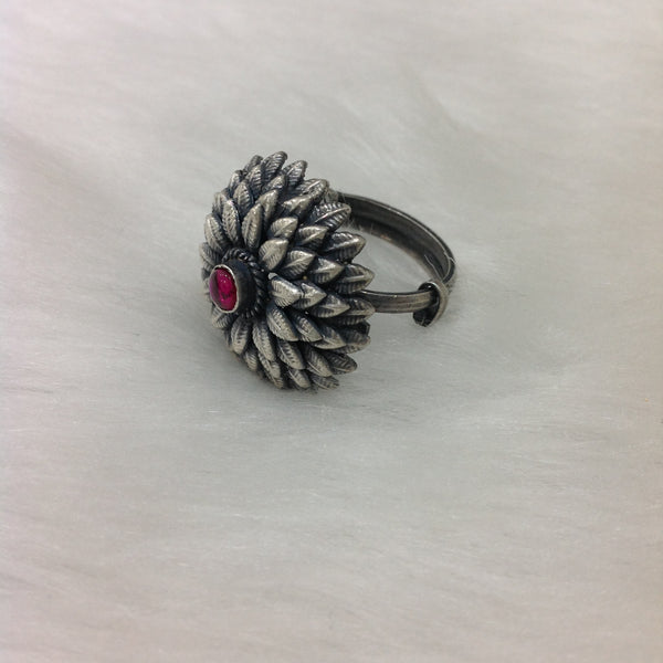 Charming Leaves Ruby Pistil Silver Ring