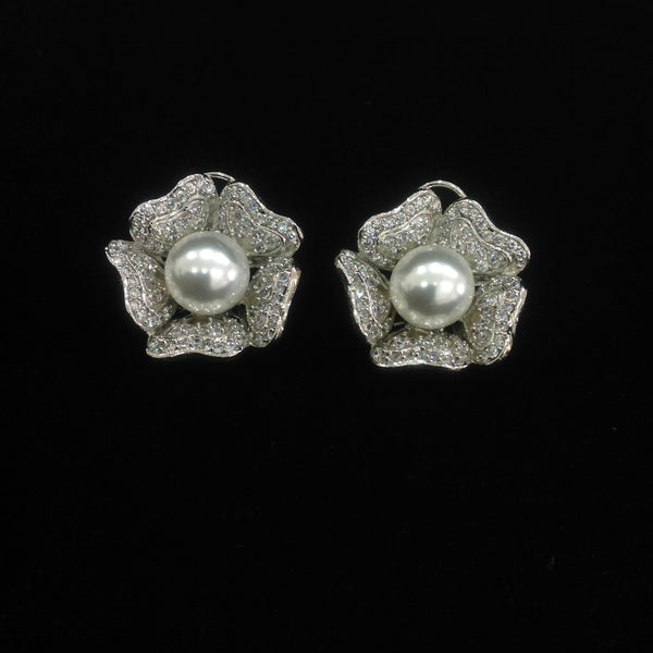 Charismatic Pearl in Floweret Crystal Earrings