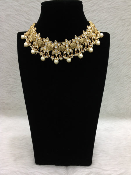Fascinating Divine Golden Floweret Kundan Choker Necklace Set