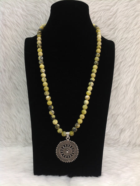 Splendid Lemon Yellow Gemstones With Silver Pendant Necklace