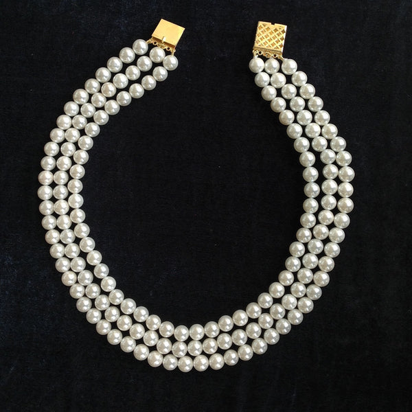 Refined Elegance in Pearls Necklace