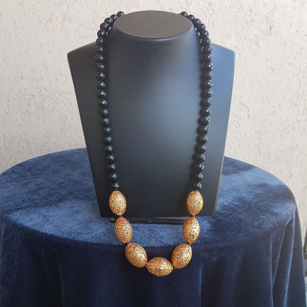 Black Gemstones and Ovate Geru Pedestal Beaded Necklace
