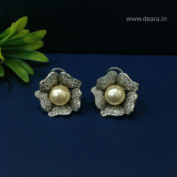 Charming Golden Pearl in Floweret Crystal Stud Earrings