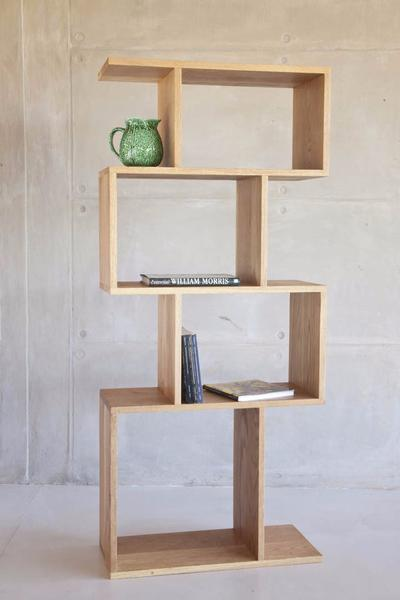 This is one of our modern shelves made from oak and sealed with wax. It has 4 cubes, stacked vertically. Ideal for ornaments and books.