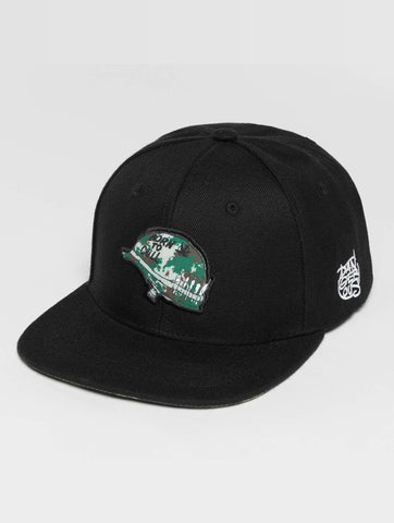 Dangerous DNGRS / Snapback Cap Born2Chill in black-Universal Store London™