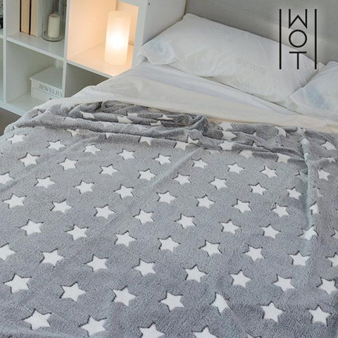 Image of Wagon Trend Star Patterned Soft Blanket 130 x 160 cm-Universal Store London™