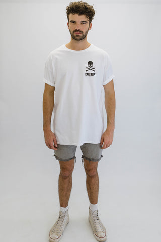 DEEP CROSSBONES Oversize T-Shirt in White with Black Print