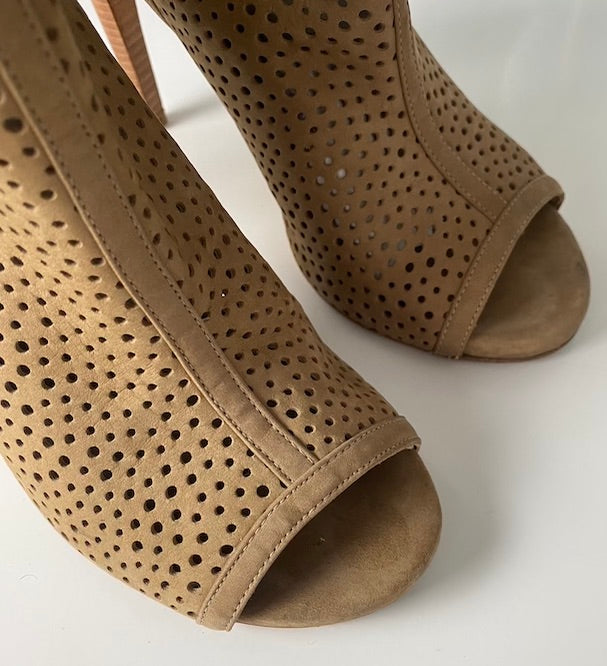 Stuart Weitzman Beige Perforated Booties Size 7