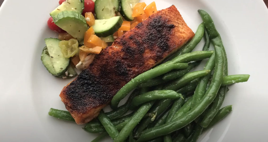 Meal Prep: Chili Rub Salmon & Garlicky Green Beans & Greek Salad