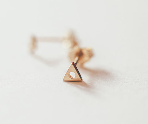 MOCIUN 14K TRIANGLE EARRINGS
