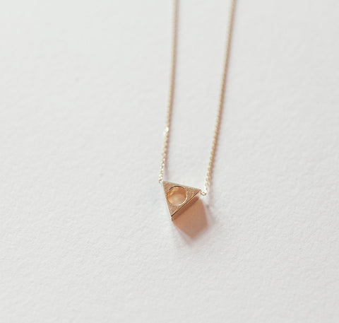 MOCIUN TRIANGLE NECKLACE
