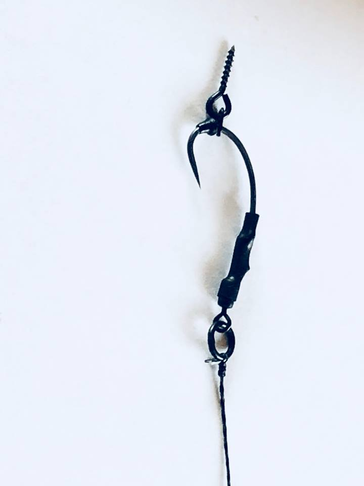 PACK OF 5 ALL BLACK RONNIE RIGS ON CURVED SHANK HOOKS