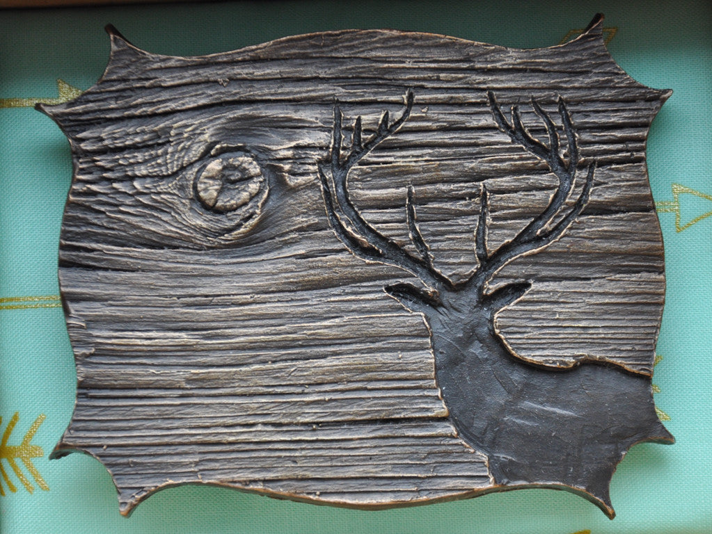 Anna Williams Barnboard Stag, is a cast bronze belt buckle. It comes with its own hand-crafted wooden storage box.