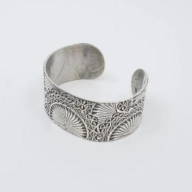 Cuff bracelet in sterling silver with stamped fan pattern - medium