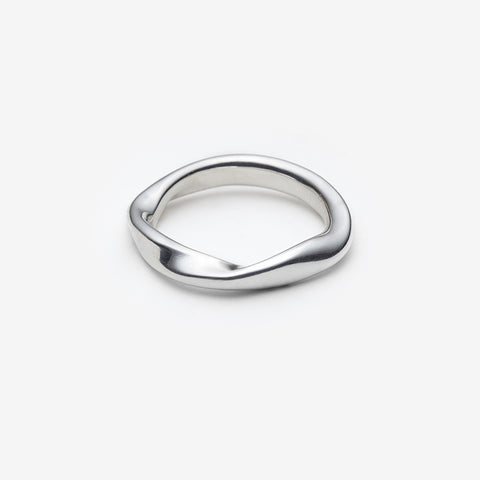 Sora ring with three delicate twists.  Band is 3.5 mm wide