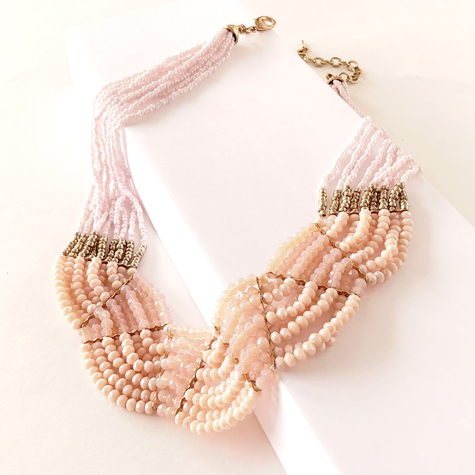 Scalloped Glass Beads Necklace