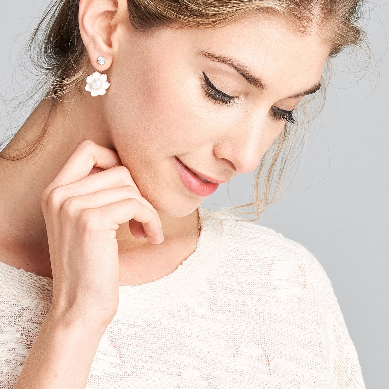 White Daisy Pearl Earrings