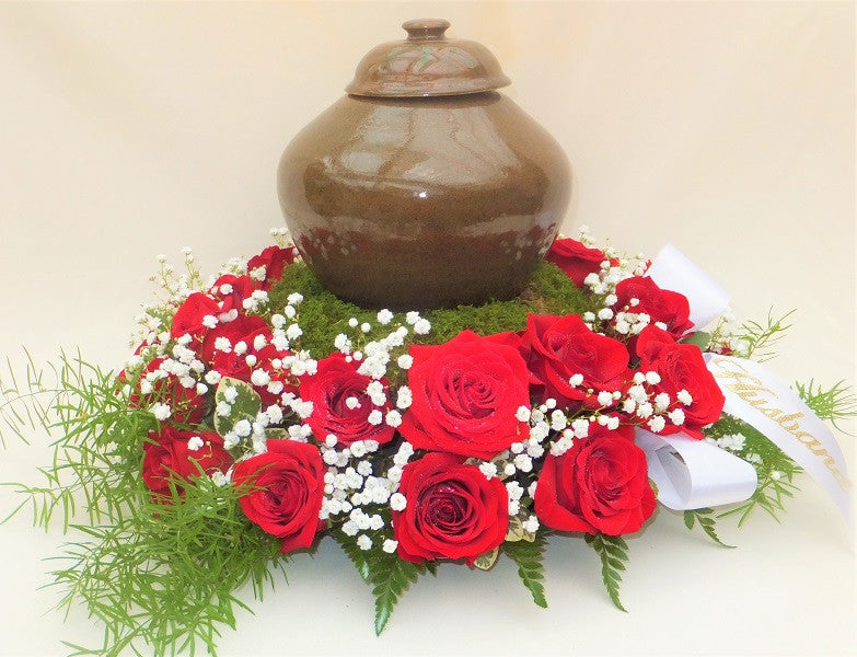 Roses and Babies Breath Urn surround