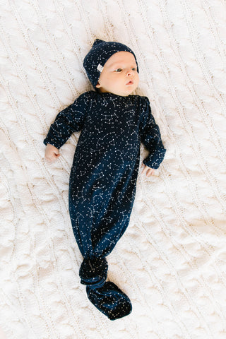 ribbed knotted sleeper in 'constellations' on navy