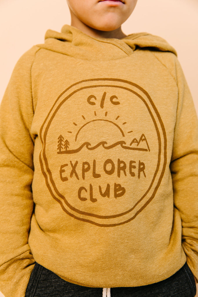 trademark raglan hoodie - cc explorer club on wheat