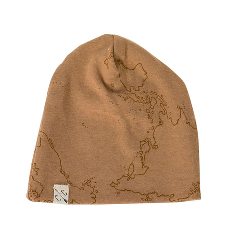 slouch beanie in 'maps' on camel