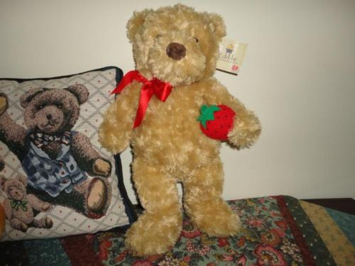 Gund  BERRY BEAR Edible Arrangements Exclusive 17 inch Holding Strawberry