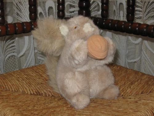 Malo Cash France Plush Squirrel With Nut Aubervilliers 7 inch