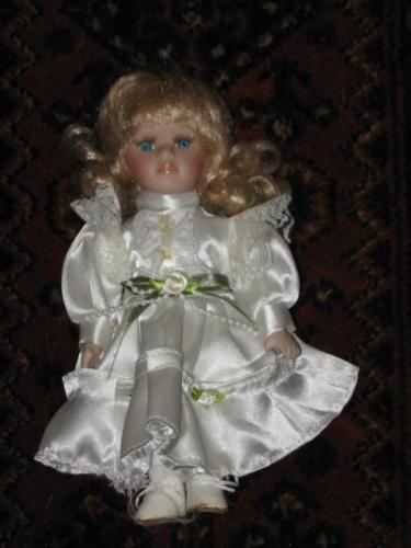 Vintage Pretty Little Blonde Brittney Porcelain Doll Europe 22 CM