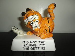 Authentic GARFIELD Catching Mice Vintage Porcelain Statue 1981