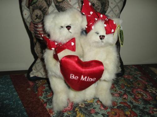 Bearington Valentines LOVER & LANE 2 Bears in Love Satin Heart All Tags Retired