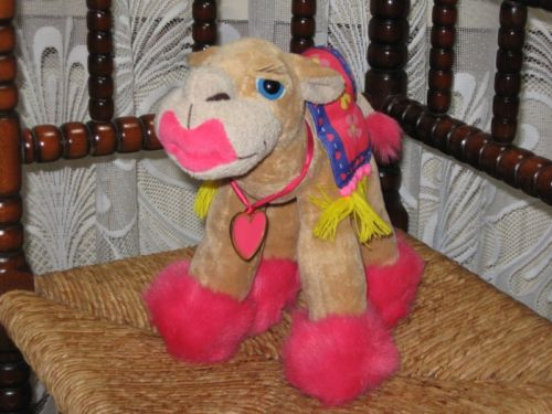 Russ Berrie UK Sandy The Camel Neon Pink Lips Metal Heart Hanger 92485